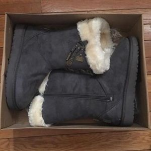 womens size 6 UGGS